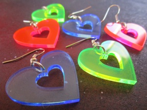 Neon big heart dangle earrings in pink blue green 80s (6)