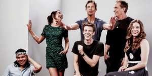 The-Flast-Cast-Comic-Con-the-flash-cw-38647441-500-200